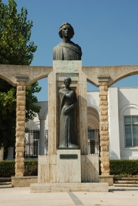 Statuia_lui_Mihai_Eminescu_